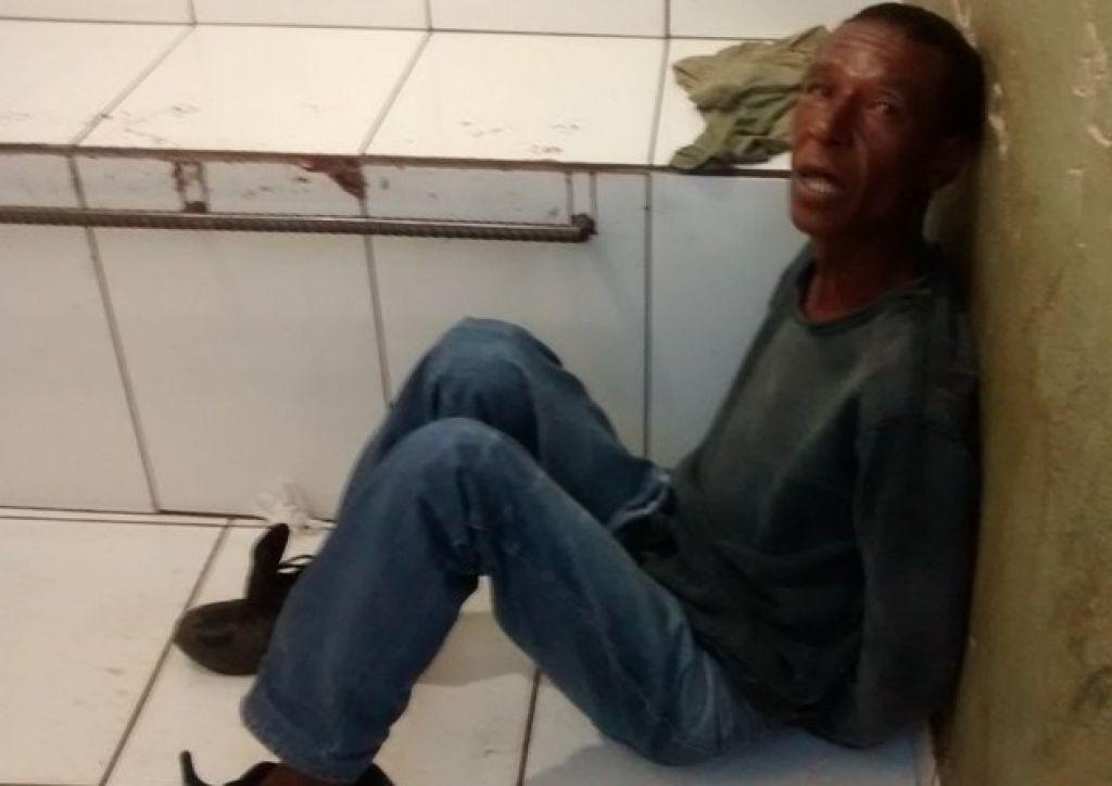Homem é preso suspeito de furtar galão de cola