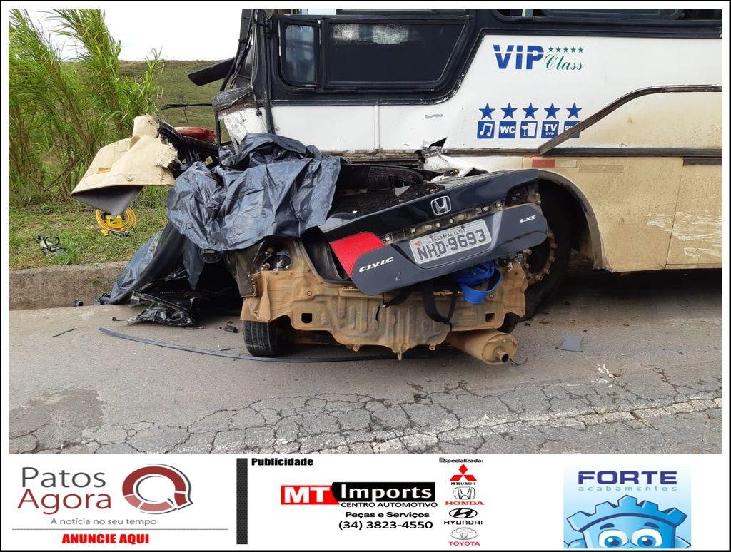 Acidente entre carro e ônibus deixa mortos na BR-262