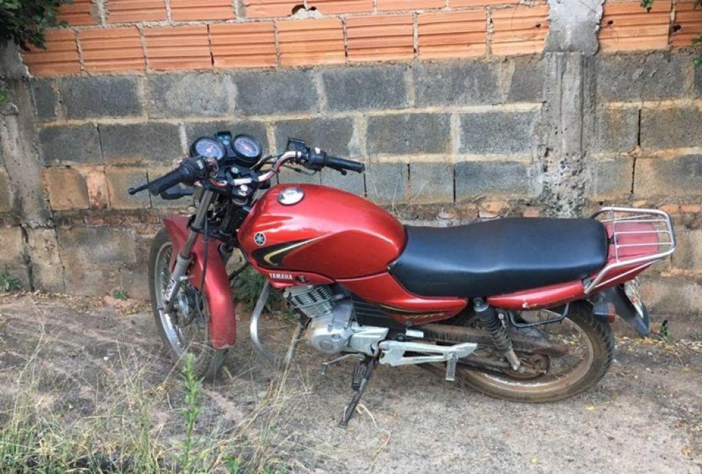 PC recupera motocicleta roubada em fazenda no município de Presidente Olegário