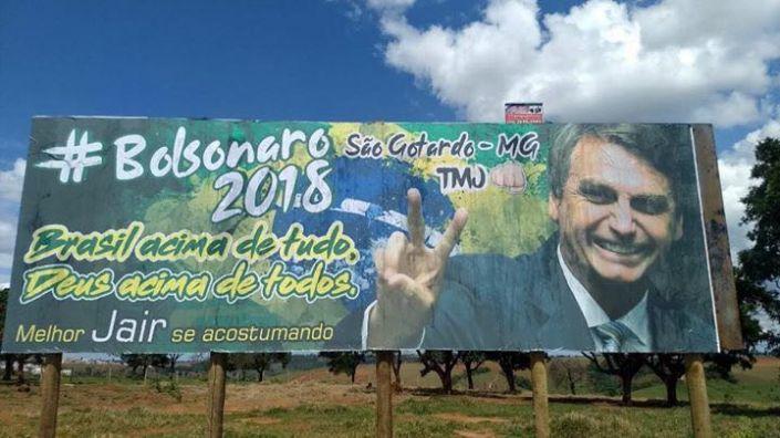Simpatizantes colocam outdoor na cidade São Gotardo em apoio à bolsonaro