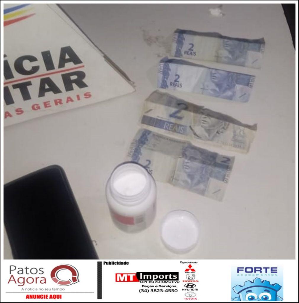 PM flagra negociação de drogas através do Olho Vivo e dupla acaba presa