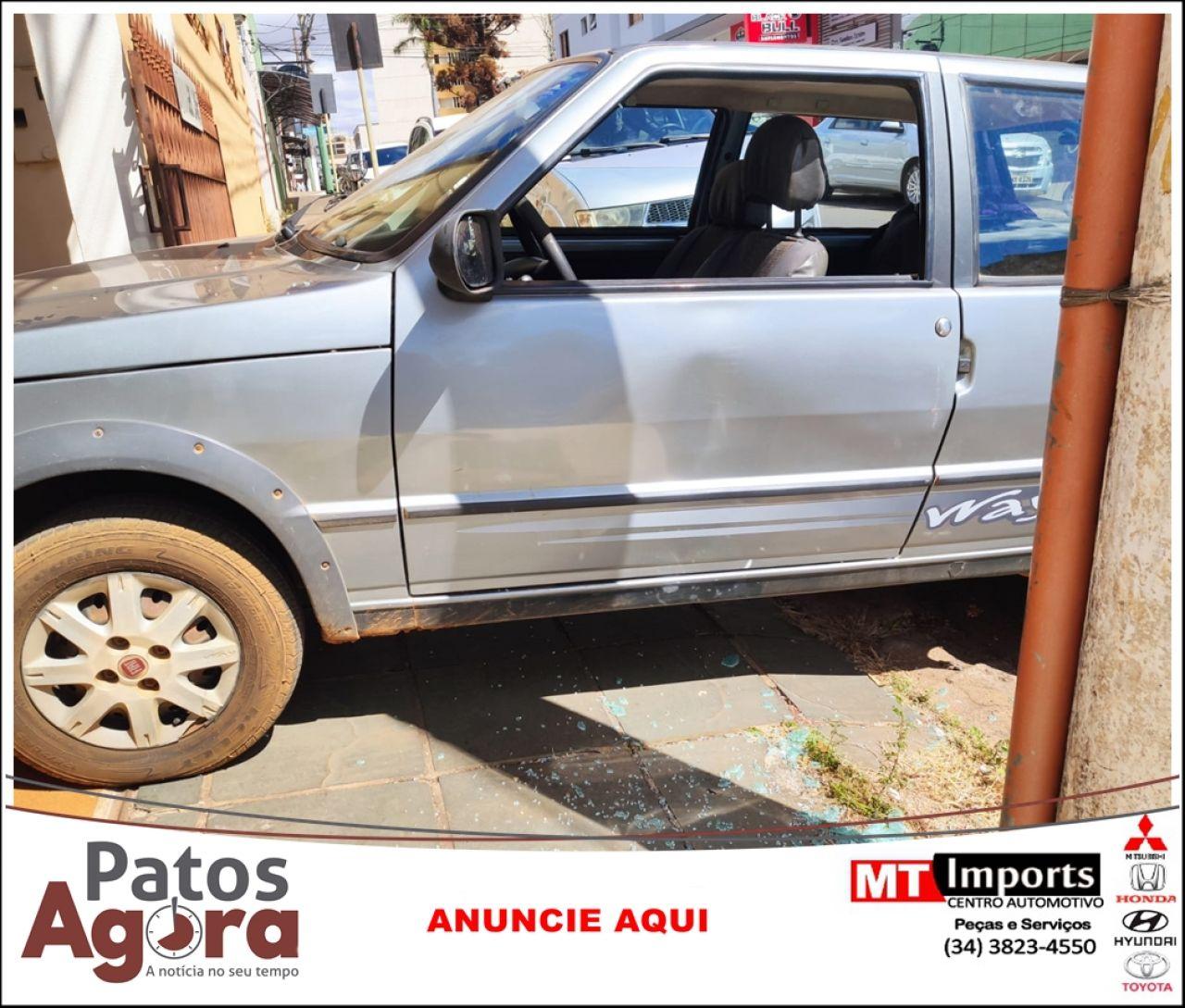 Após acidente, motorista danifica carro, atropela passageira e foge do local