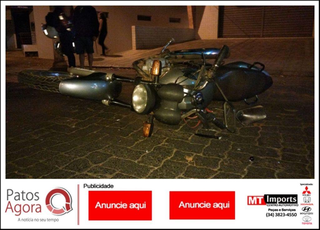 Motorista provoca acidente após avançar parada obrigatória no Bairro Caramuru