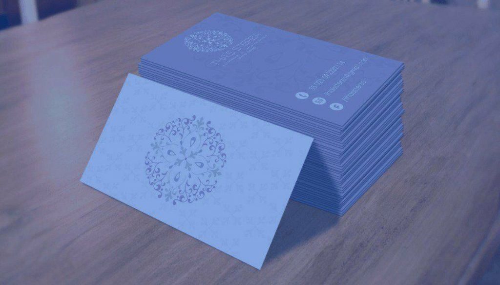 Use cartões de visita para divulgar sua empresa