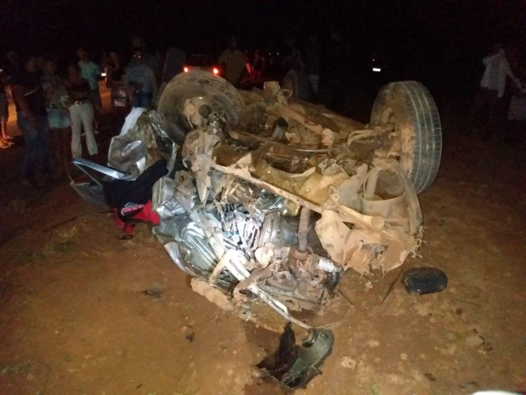 Colisão frontal entre dois veículos deixa duas vítimas fatais na LMG-740