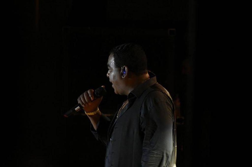 Raça Negra agita o público e encerra primeira semana de shows na Festa do Feijão