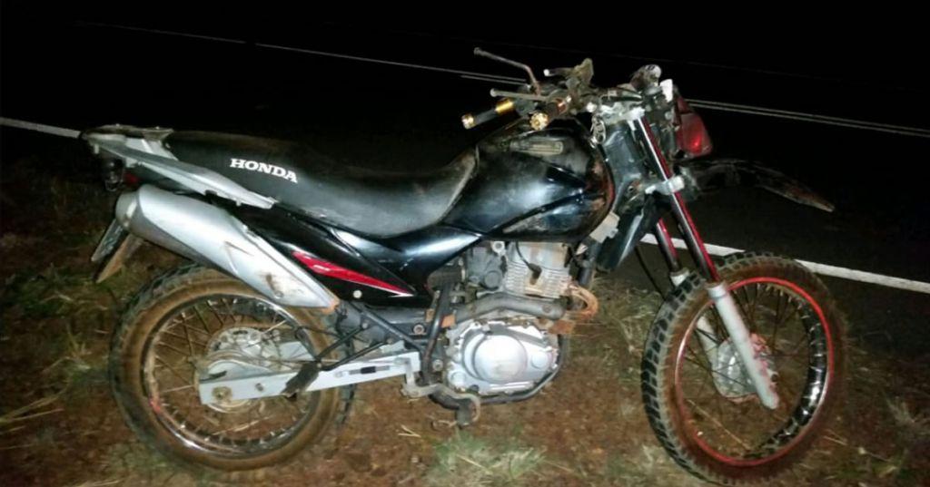 Motociclista morre após perder o controle e bater em árvore na MG-181