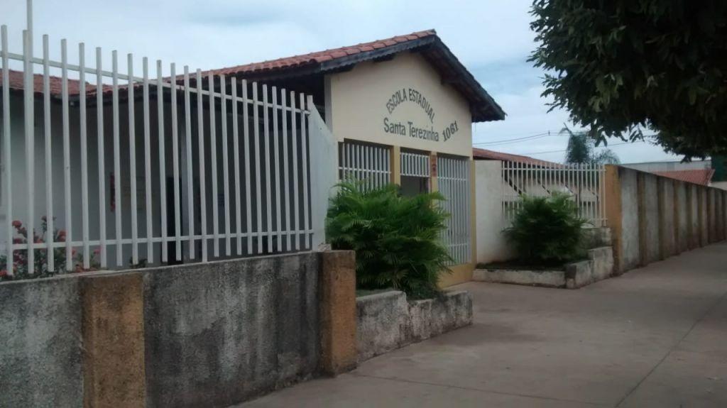 Ladrões invadem laboratório de informática de escola e furtam três notebooks