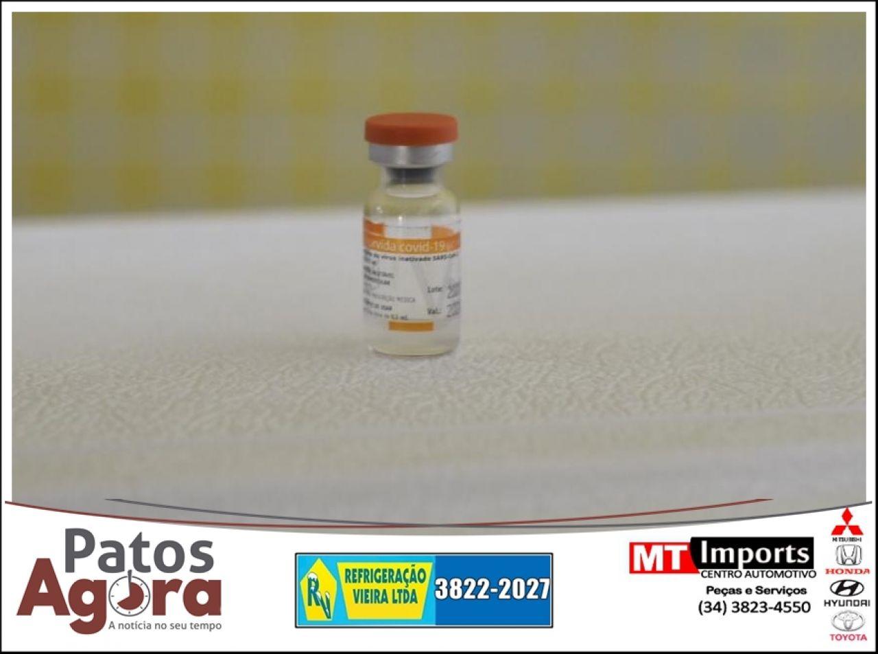 Duas técnicas de enfermagem serão as primeiras imunizadas em Patos de Minas