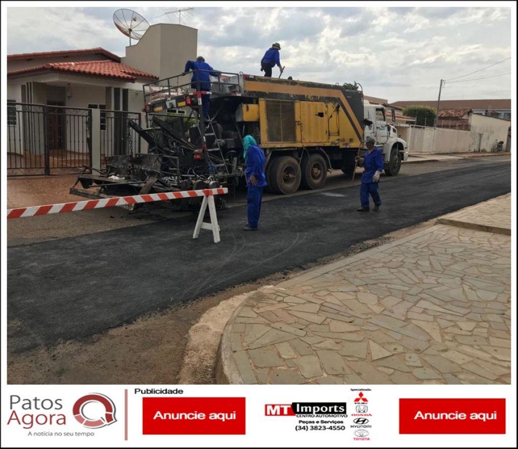 Nova tecnologia de recapeamento começa a ser realizada nas ruas de Patos de Minas