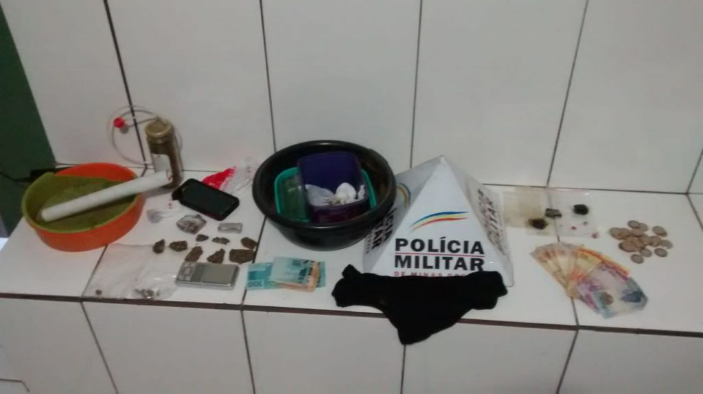 PM apreende comprimidos de ecstasy, haxixe e cocaína e prende rapaz suspeito de tráfico
