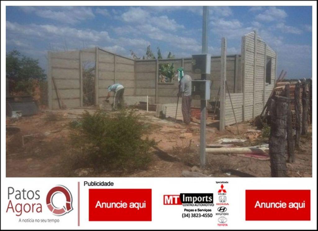 Após desabamento, voluntários reconstroem casa para família na área rural de Presidente Olegário