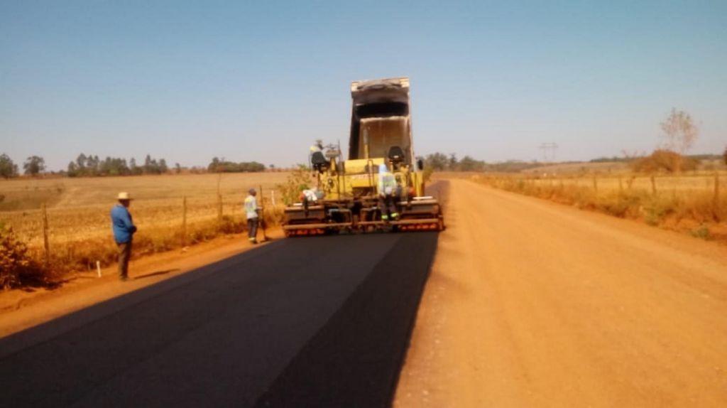 Estrada da Serrinha recebe mais 1420 metros de asfalto