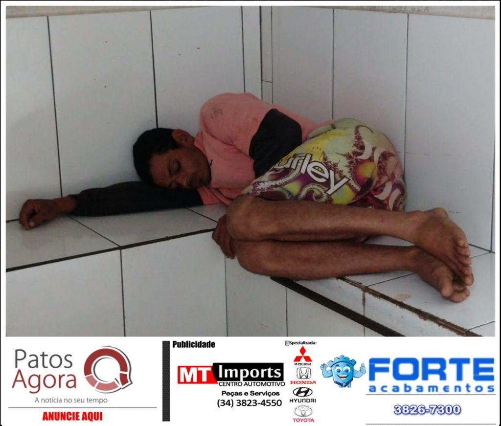 Olho Vivo flagra roubo a pedestre no centro da cidade e homem de 30 anos acaba preso