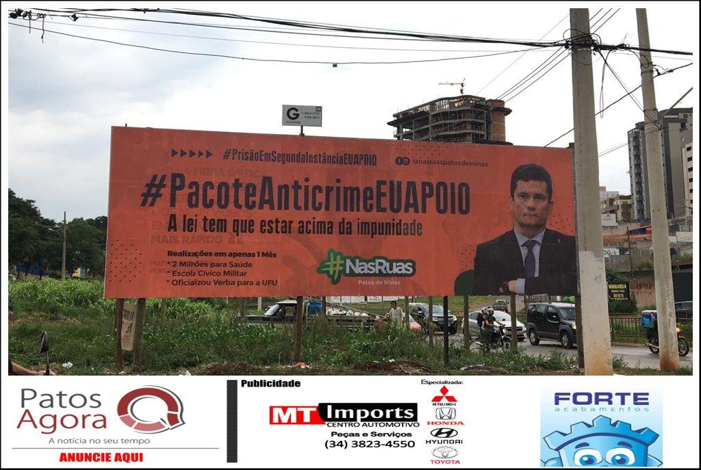 Movimento Nas Ruas Patos de Minas instala outdoors em apoio ao pacote anticrime e a prisão após segunda instância