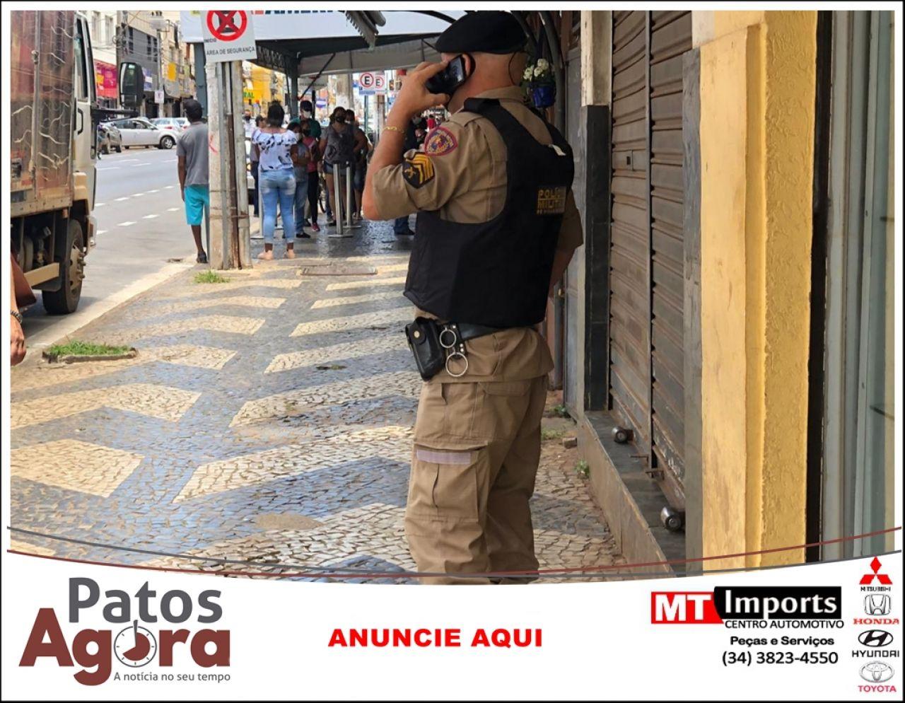 Bandidos assaltam relojoaria no Centro de Patos de Minas