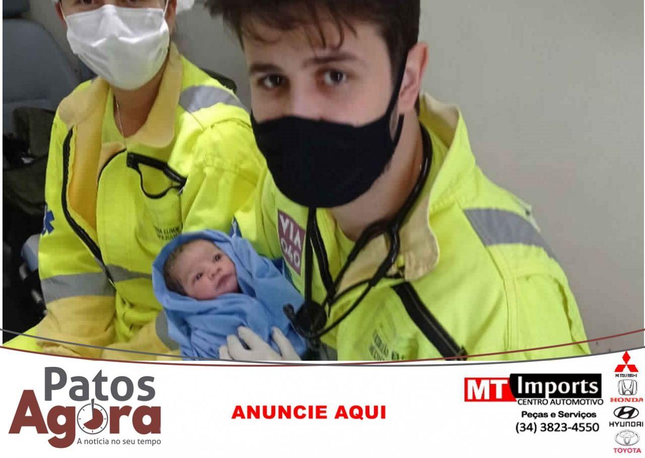 Mulher entra em trabalho de parto e bebê nasce na BR-040, em Luizlândia do Oeste (JK)