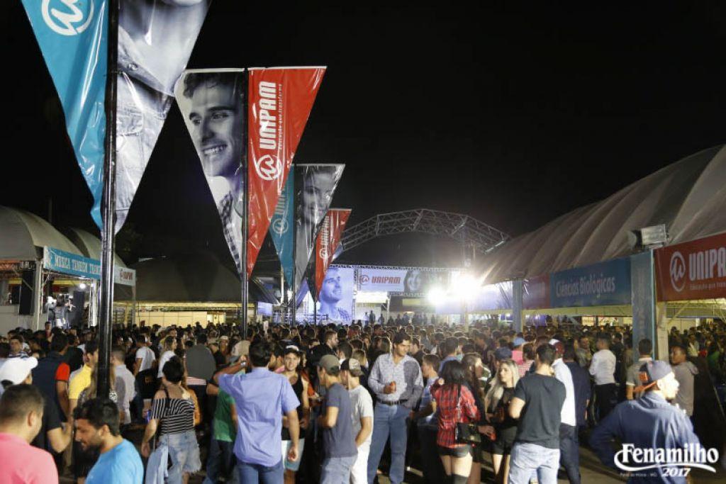 Barracas Universitárias atraem grande público em inauguração