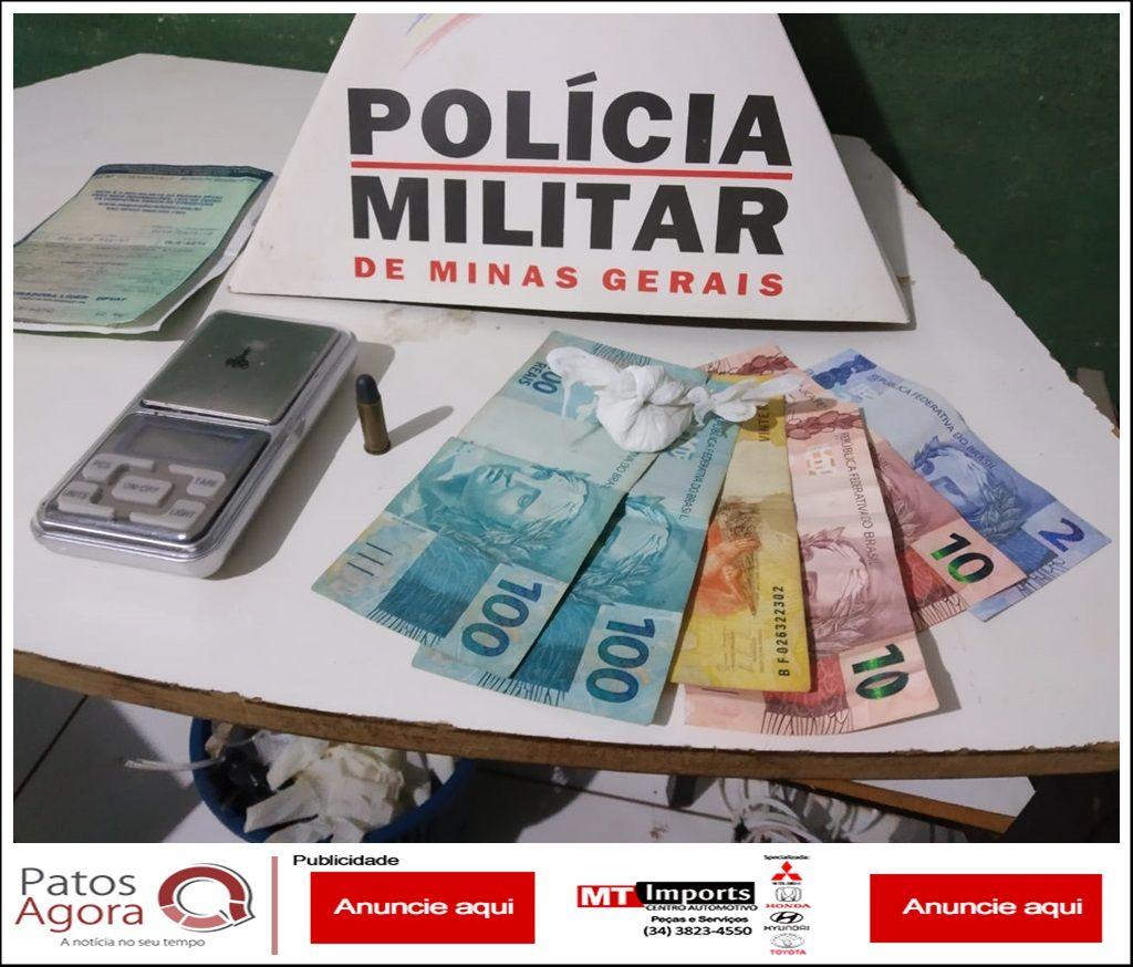 Polícia Militar encontra cocaína com motociclista e ele acaba preso suspeito de tráfico