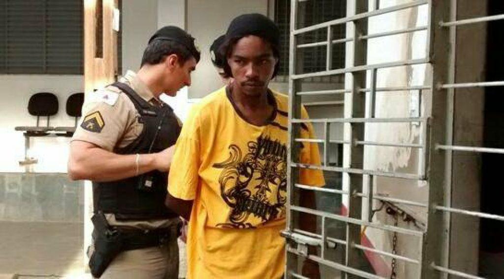 Bandido é iludido por universitária após tentativa de assalto.
