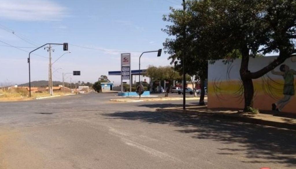 Carmo do Paranaíba: mulher é feita de refém em roubo de caminhonete