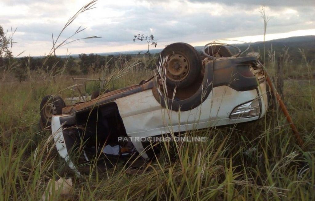 Picape capota na MG-188 após colisão em caminhonete S10