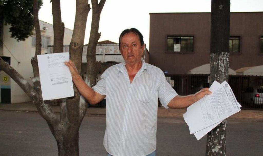 Homem recebe duas multas por alimentar animais de rua em Unaí
