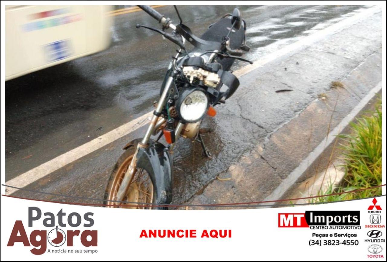 Motociclista fica ferido na rodovia MGC 354 após perder controle do veículo devido ao tempo chuvoso