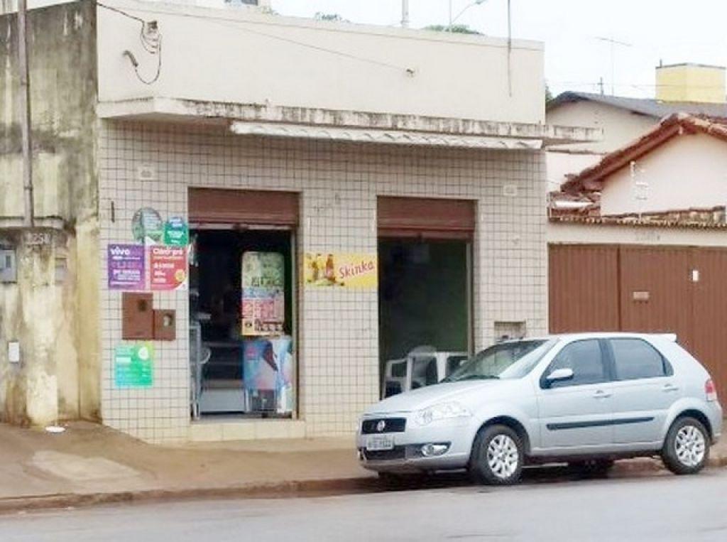 Armados com facões, bandidos assaltam padaria no bairro Alvorada