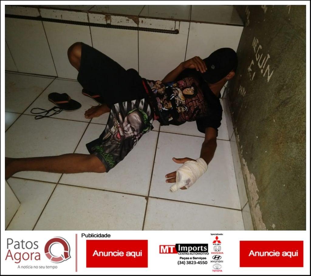 Rapaz que levou tiro na mão é liberado do hospital e depois é detido com arma e munições