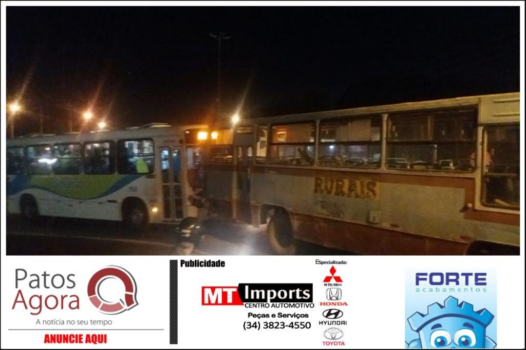 Acidente envolvendo ônibus de trabalhadores e coletivo em Patrocínio deixa 08 feridos