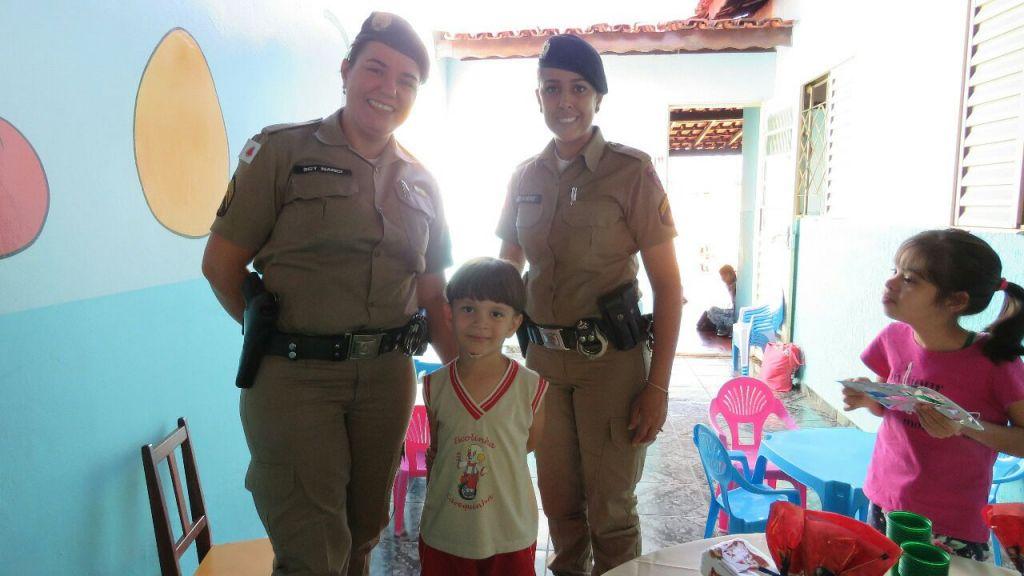 PM visita escola infantil e felicita criança apaixona pela instituição