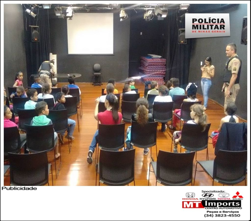Base Comunitária Móvel da 156ª Cia realiza ações comunitárias do Projeto Valorize Seu Bairro