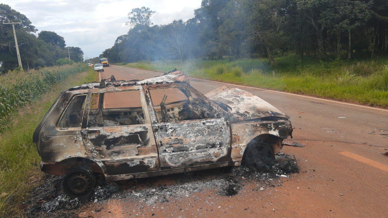 Acidente entre 3 veículos, termina em ameaça, carro incendiado e embriaguez  ao volante