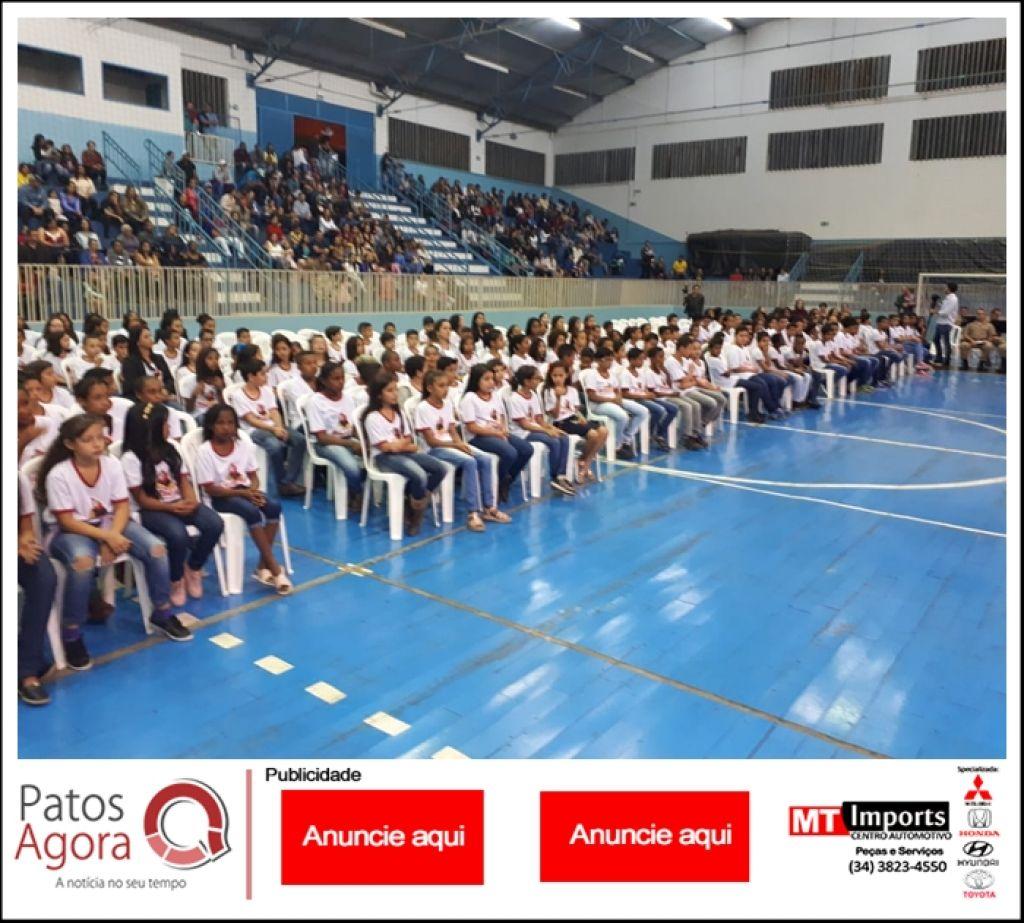 PM de Patrocínio realiza formatura do PROERD para aproximadamente 250 alunos
