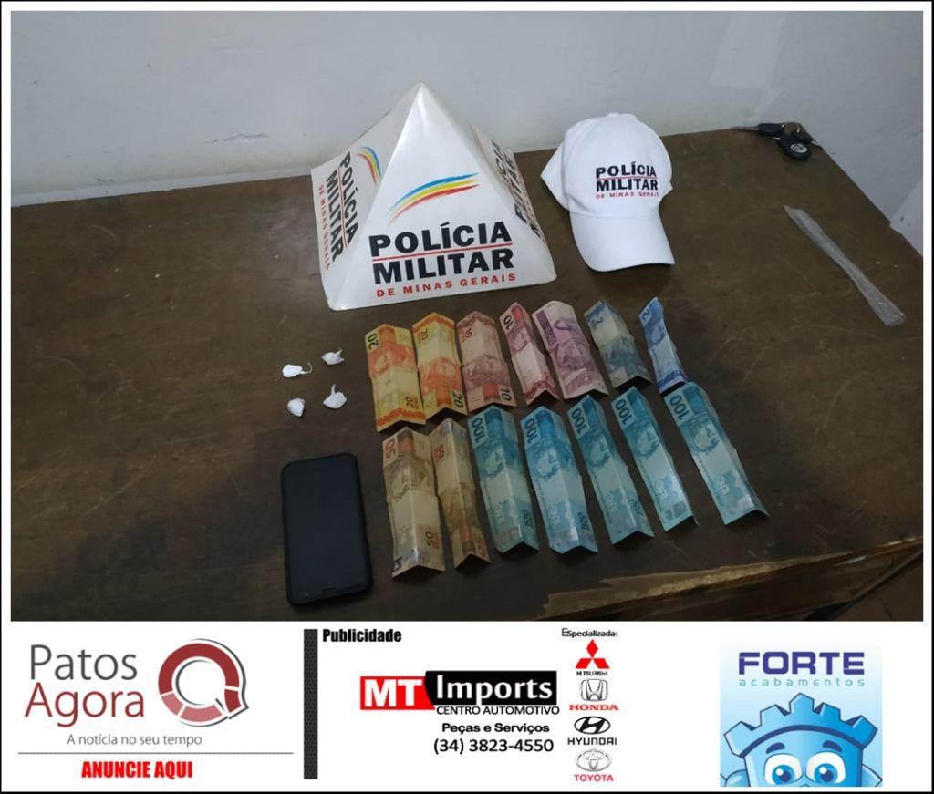 PM Rodoviária apreende papelotes de cocaína com homem de 38 anos na rodovia MG-190