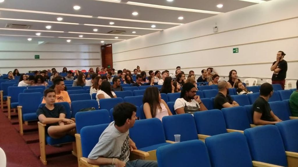 Alunos de Psicologia visitam instituição psiquiátrica em São Paulo