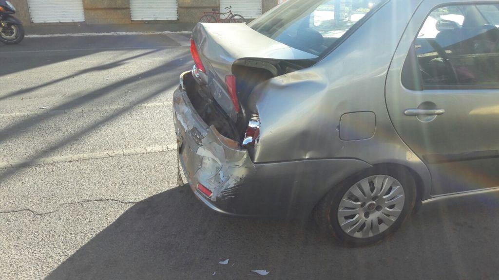 Motorista provoca engavetamento na Rua Major Gote