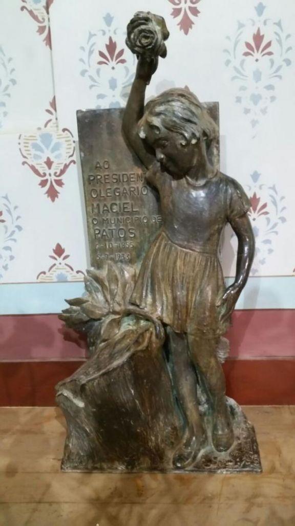 """""""Menina"""" voltará a compor o Monumento em homenagem a Olegário Dias Maciel"""