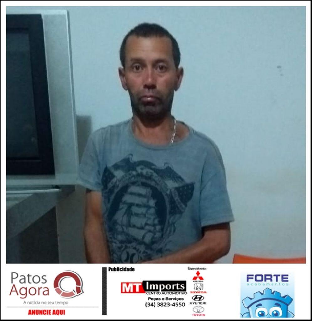 Homem de 45 anos é preso e PM localiza várias pedras de crack em Tiros