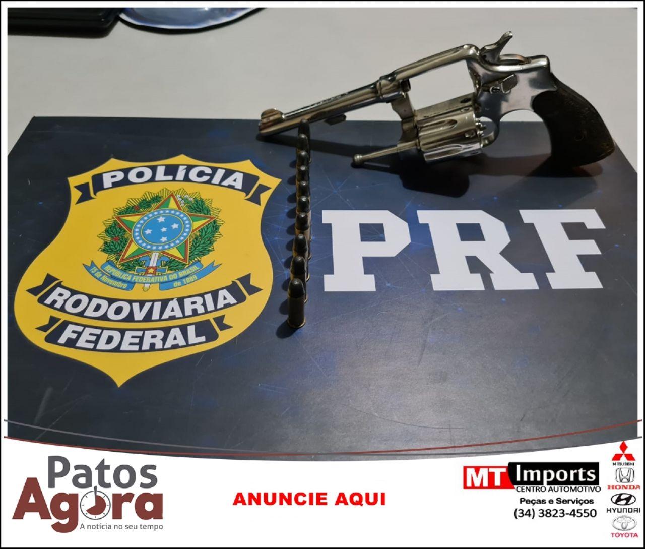 Homem de 45 anos é flagrado com arma carregada na BR 365