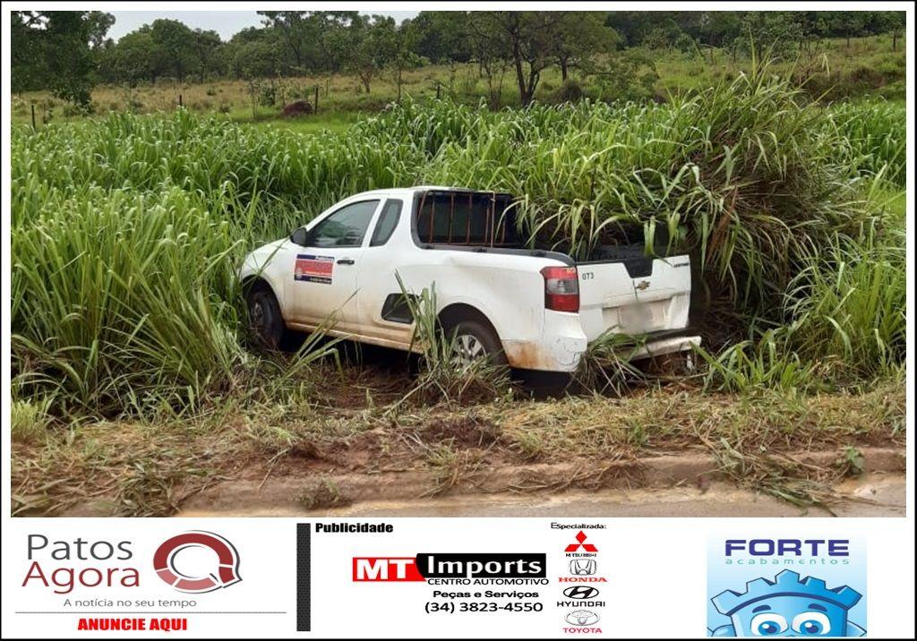 Veículo da Prefeitura de Lagoa Formosa se envolve em acidente na BR-354