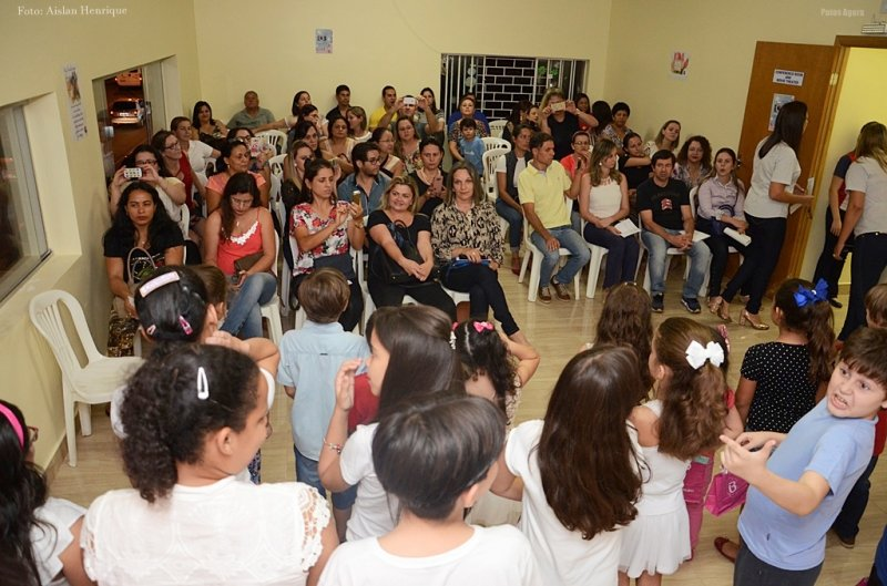 Comemoração do  Dia das Mães CCAA Idiomas - Patos de Minas, emociona os pais