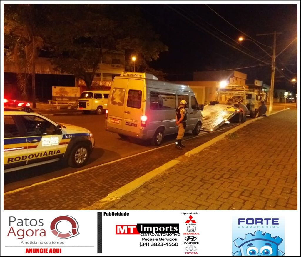 Motorista de van é detido após ser flagrado transportando passageiros sem autorização para transporte fretado