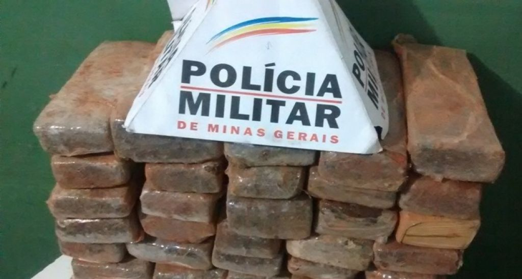 Após denúncia, PM realiza apreensão de 32 kg de maconha na zona rural de Presidente Olegário