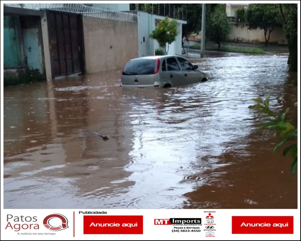 Carro fica quase submerso na Avenida Luci Mesquita no bairro Guanabara